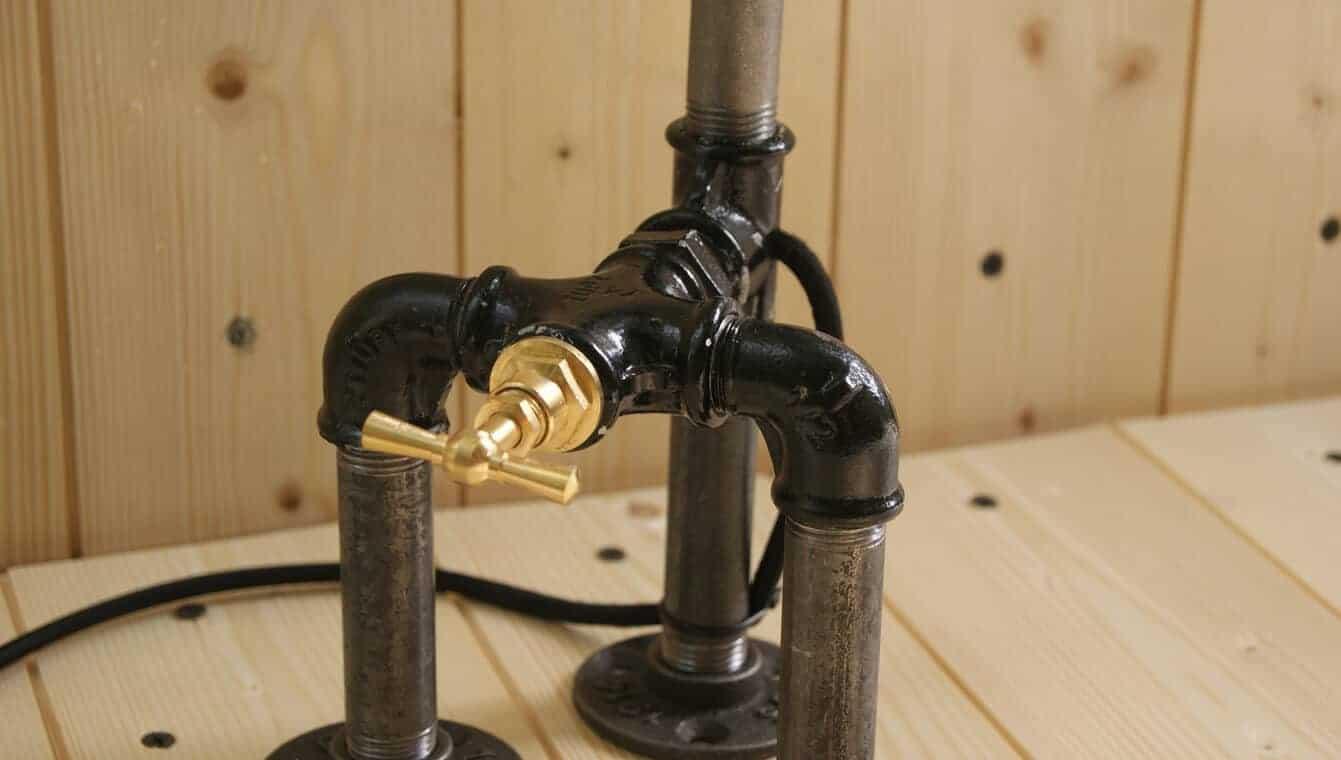 lampe style industriel en fonte avec robinet interrupteur. Black Bedroom Furniture Sets. Home Design Ideas
